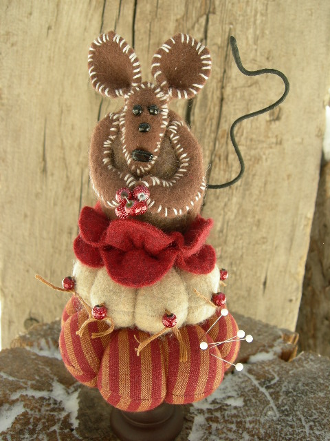 """SOLD: NO GLUE USED  Mouse with berries is 8"""" tall  2"""" base"""
